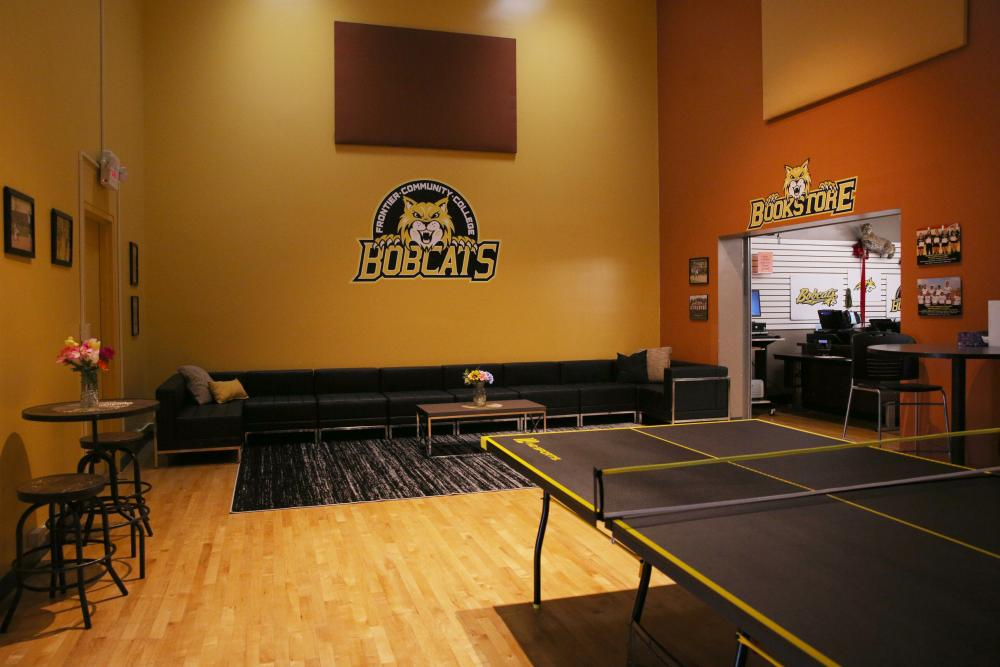 fcc_bobcat den_lounge